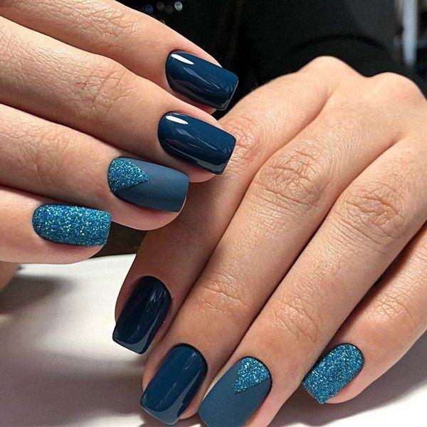 Синий осенний лак для ногтей