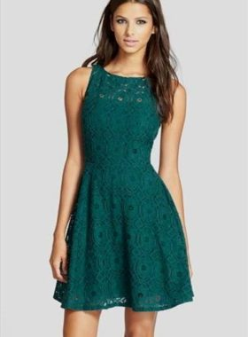 Зеленое короткое платье