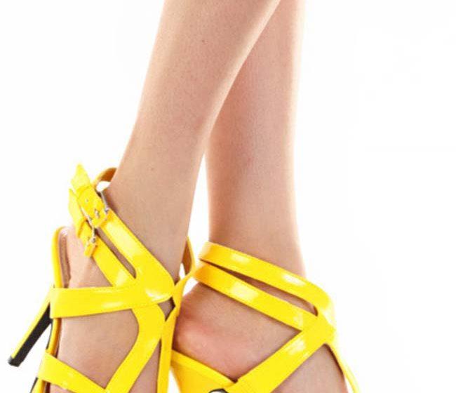 Желтые босоножки на шпильке