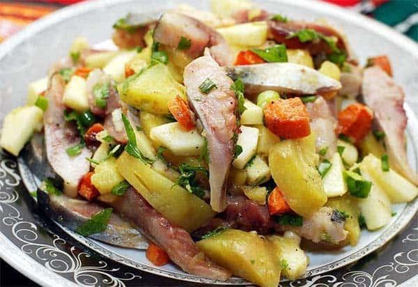 Салат закусочный с сельдью к Новому году
